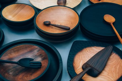 L'authenticité est de mise dans la cuisine avec la vaisselle en bois.