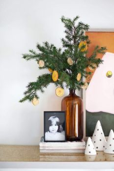 Une nouvelle manière de décorer son sapin. © Pinterest