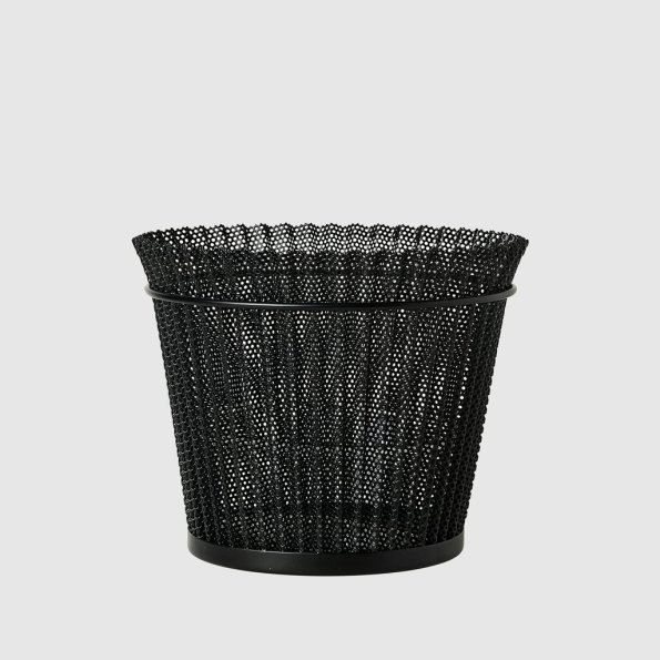 Mategot_Flower_Pot_M_Midnight_Black_1024x1024