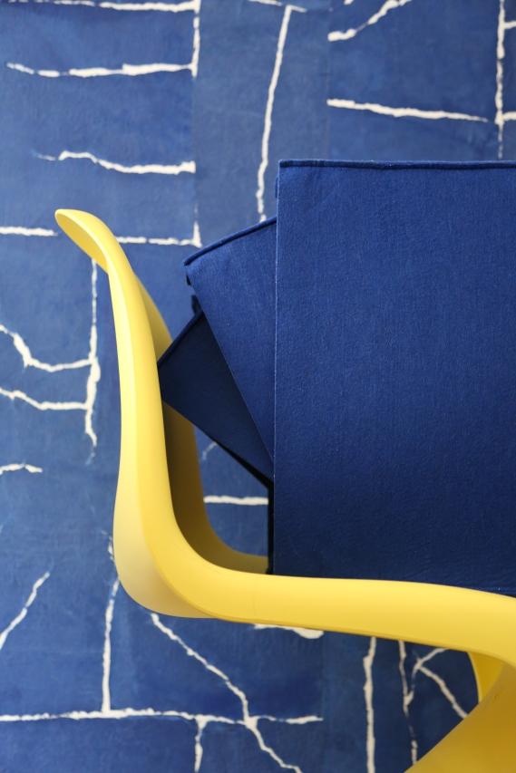 Papier peint Elitis, chaise Verner Panton