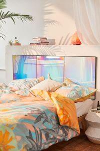"Tête de lit ""Rainbow Iridescent Headboard"", 329 dollars, Urbanoutfitters"