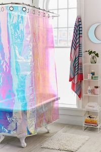 Rideau de douche iridescent, 119€, Urbanoutfitters