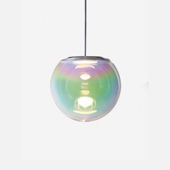 Suspension « Iris » en verre soufflé, Sébastian Scherer pour Gallery Bensimon, 3200€ sur Gallerybensimon.com